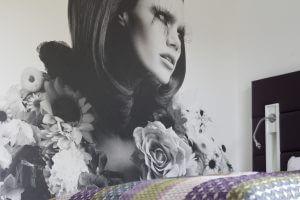 Foto einer Frau mit Blumen