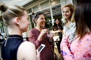 Frauen Gespräche Lachen
