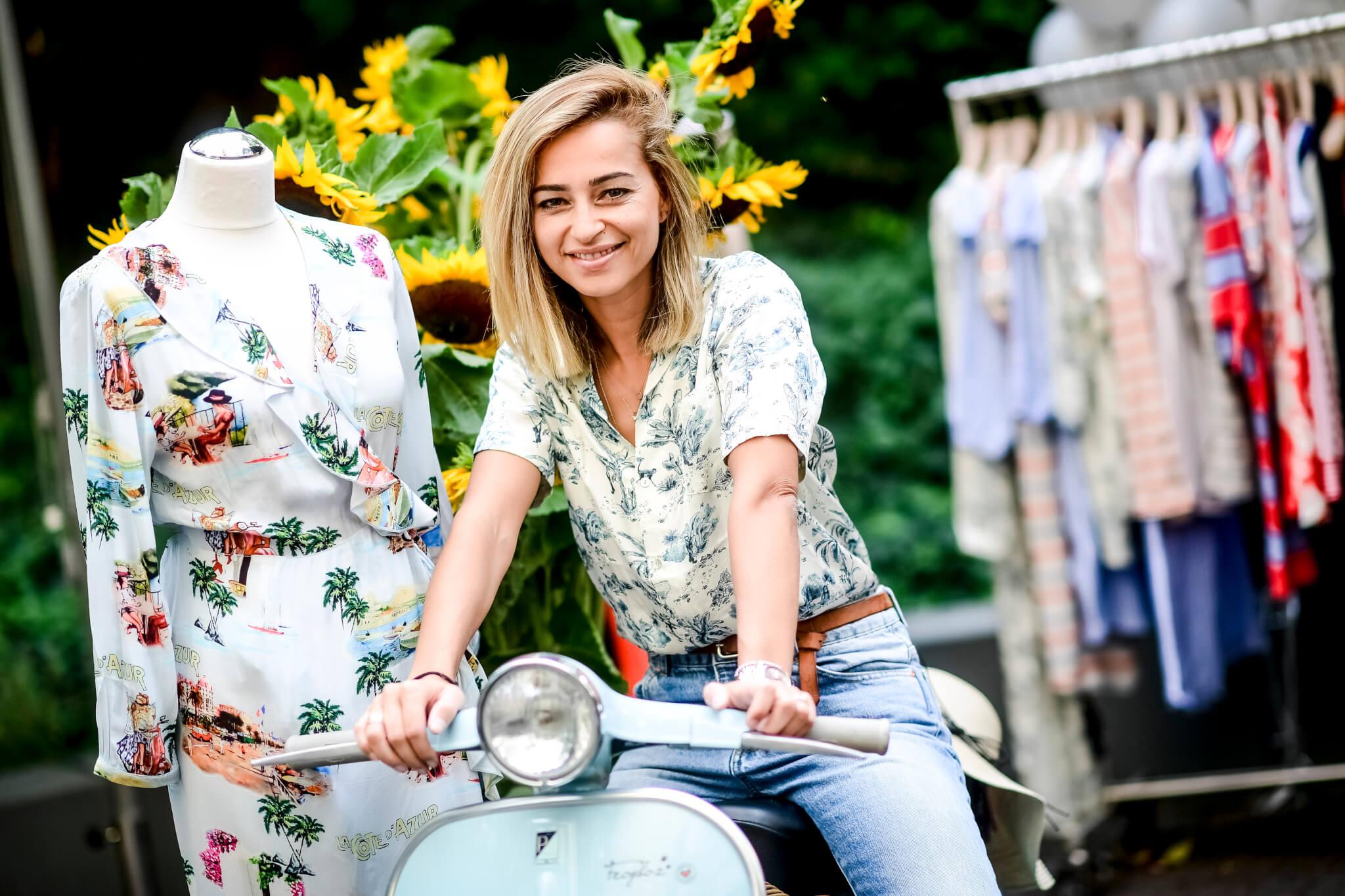 Mädchen Roller Blogger Sommerlich